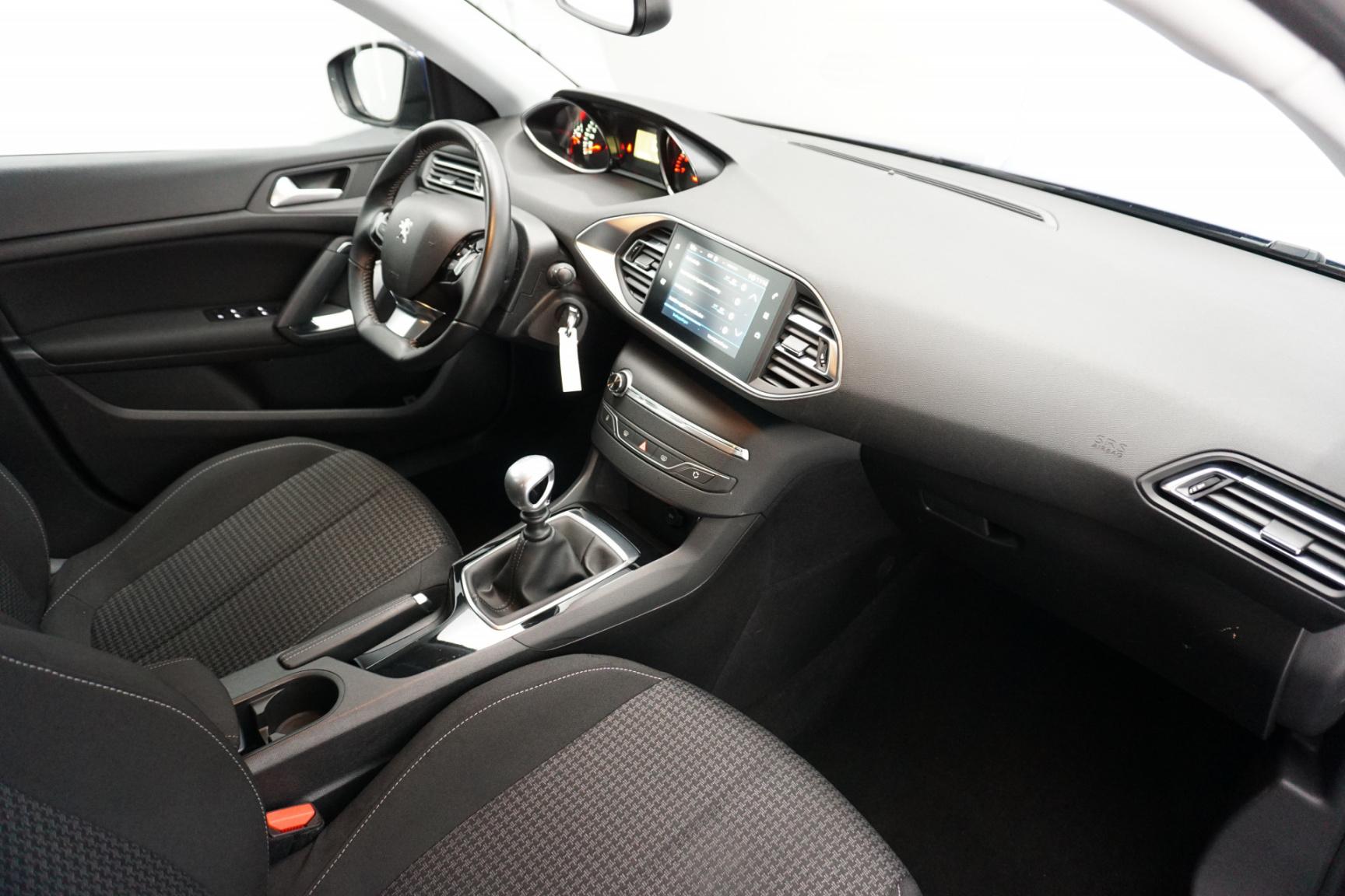 Peugeot-308-10