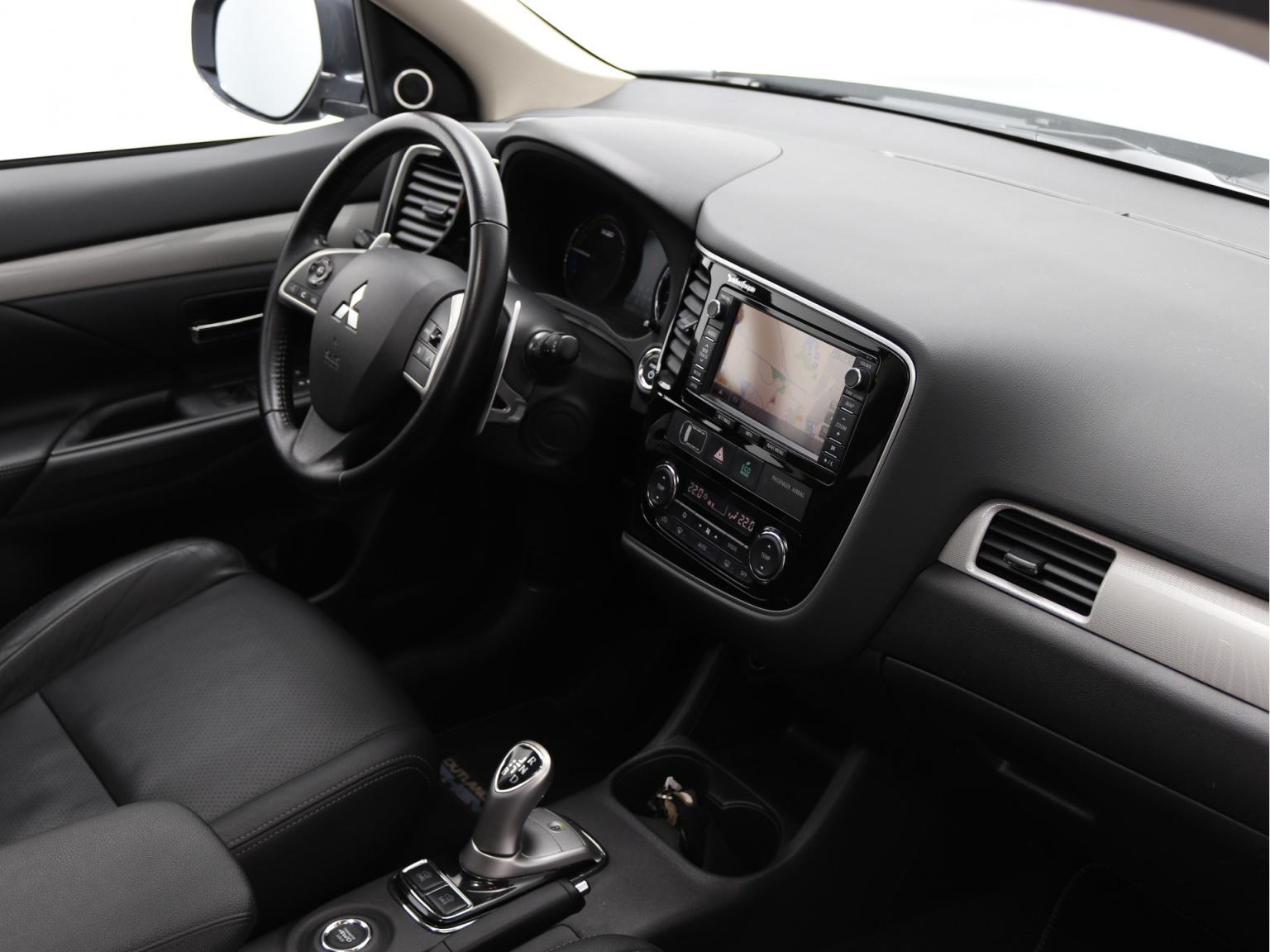 Mitsubishi-Outlander-2